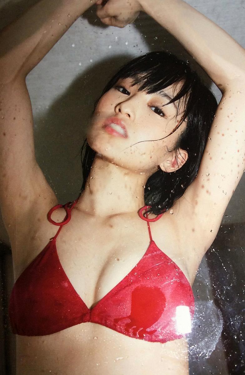 【山本彩グラビア画像】NMB48卒業後もソロシンガーとして歌手活動を貫いているスタイル抜群なお姉さん 16