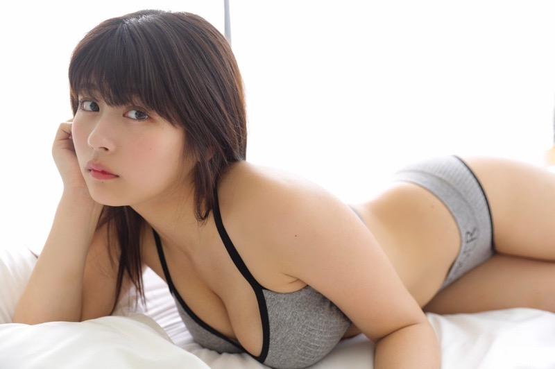 【ちとせよしのエロ画像】メートル爆乳と巨尻がエロい19歳のグラビアアイドルで抜きまくったわwwww