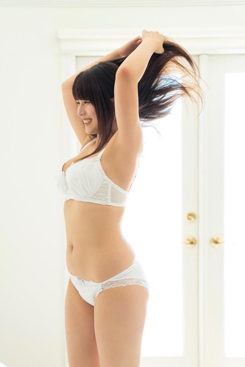 【ちとせよしのエロ画像】メートル爆乳と巨尻がエロい19歳のグラビアアイドルで抜きまくったわwwww 27