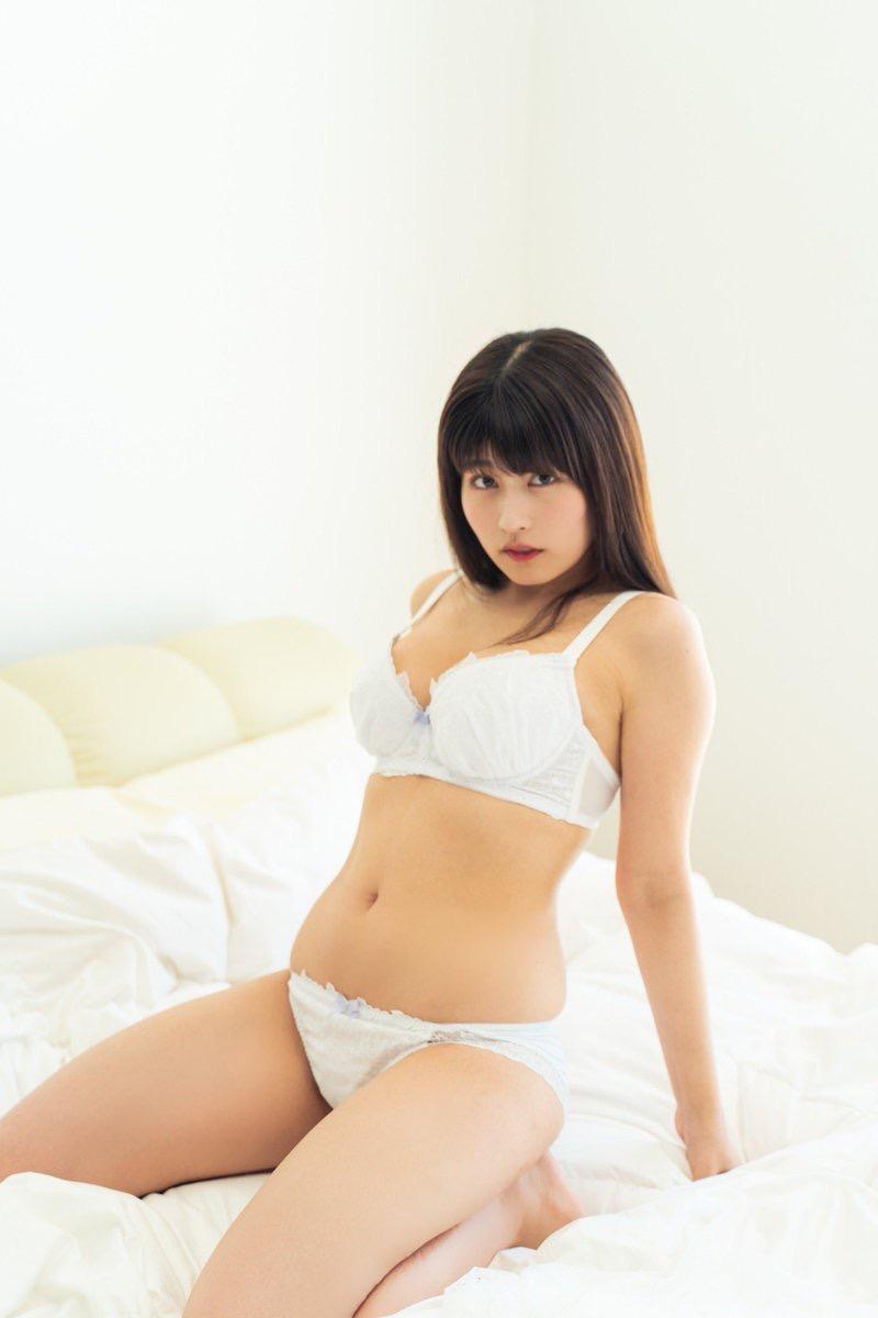【ちとせよしのエロ画像】メートル爆乳と巨尻がエロい19歳のグラビアアイドルで抜きまくったわwwww 29