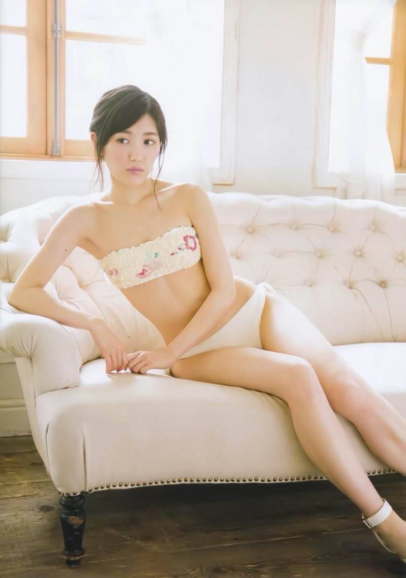 【渡辺麻友グラビア画像】笑顔が可愛いAKB48アイドルまゆゆのちょっとエッチなビキニ姿でヌキたい! 37