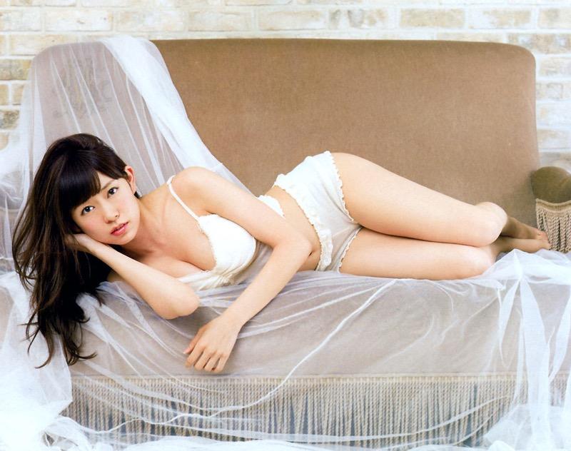 【渡辺美優紀グラビア画像】AKBグループの元アイドルが今まで披露してきた谷間全開な水着姿の数々がこちら! 10