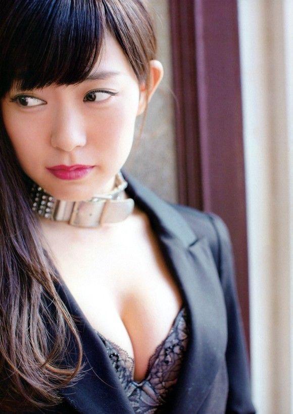【渡辺美優紀グラビア画像】AKBグループの元アイドルが今まで披露してきた谷間全開な水着姿の数々がこちら! 12