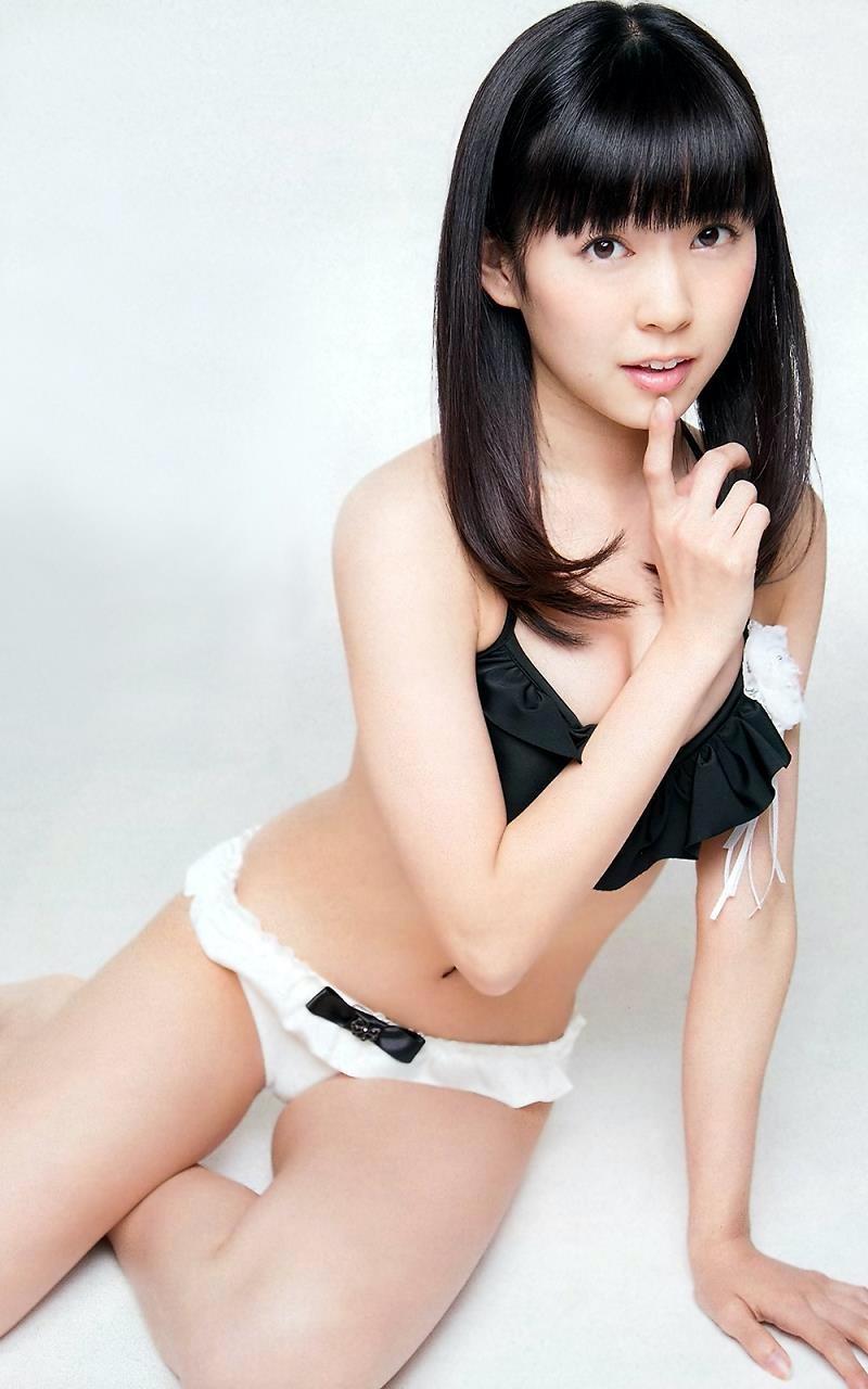 【渡辺美優紀グラビア画像】AKBグループの元アイドルが今まで披露してきた谷間全開な水着姿の数々がこちら! 48
