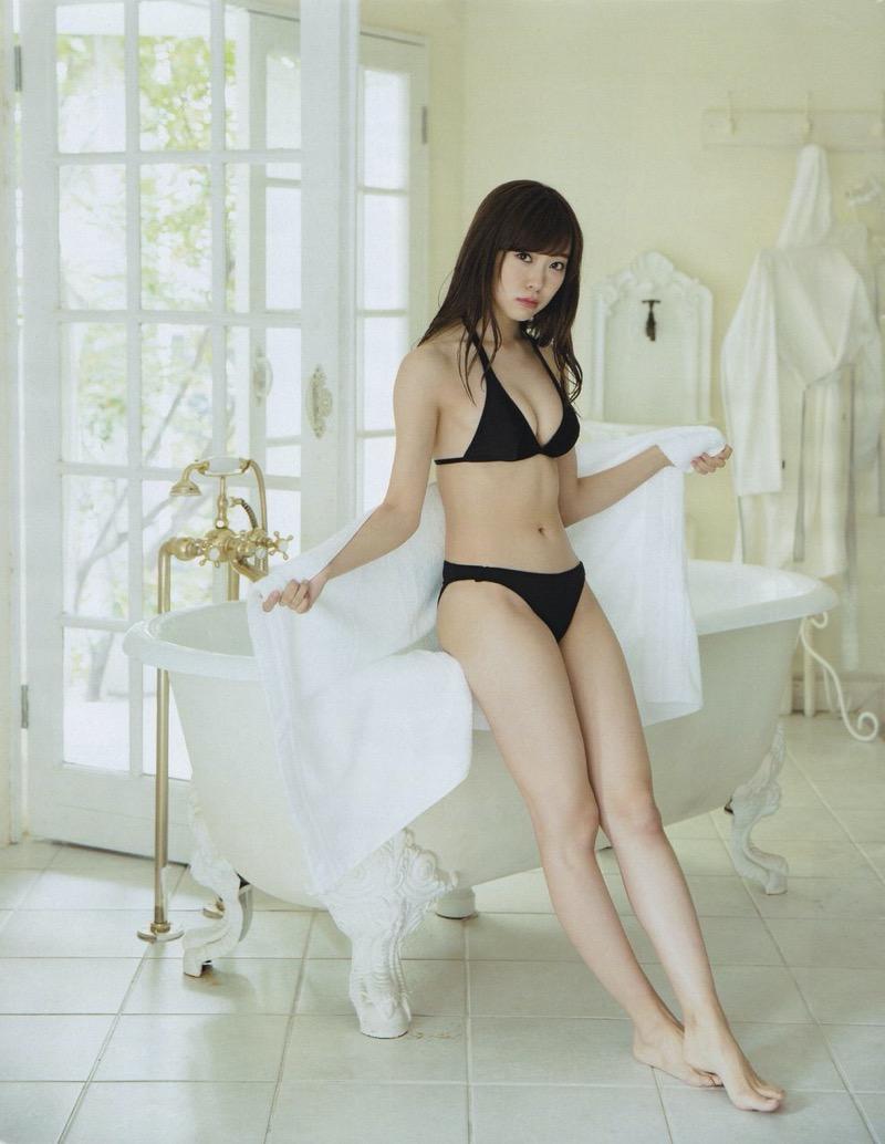【渡辺美優紀グラビア画像】AKBグループの元アイドルが今まで披露してきた谷間全開な水着姿の数々がこちら! 71