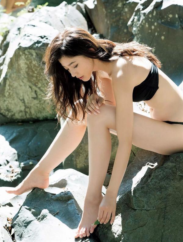 【美女の水着エロ画像】美人モデルがビキニ等のエッチな水着姿でグラビアを飾ったセクシー画像がこちら! 12