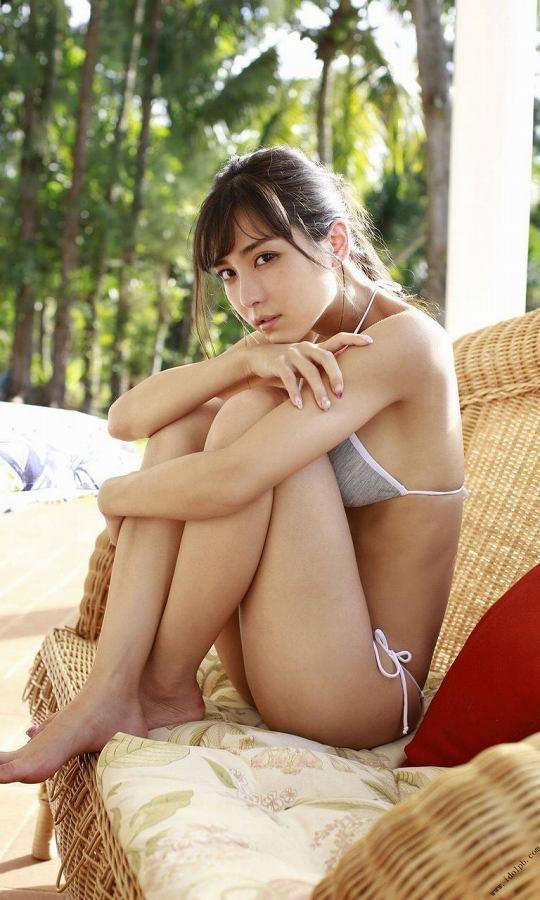 【美女の水着エロ画像】美人モデルがビキニ等のエッチな水着姿でグラビアを飾ったセクシー画像がこちら! 24