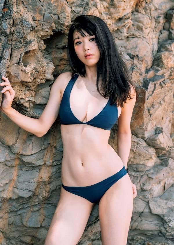 【美女の水着エロ画像】美人モデルがビキニ等のエッチな水着姿でグラビアを飾ったセクシー画像がこちら! 34