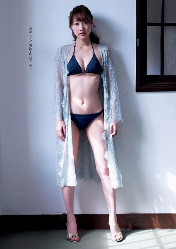 【美女の水着エロ画像】美人モデルがビキニ等のエッチな水着姿でグラビアを飾ったセクシー画像がこちら! 35