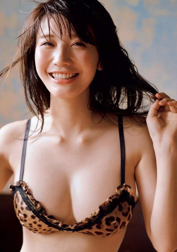 【美女の水着エロ画像】美人モデルがビキニ等のエッチな水着姿でグラビアを飾ったセクシー画像がこちら! 39