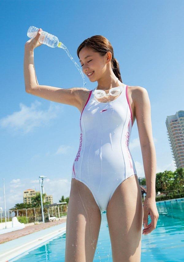 【美女の水着エロ画像】美人モデルがビキニ等のエッチな水着姿でグラビアを飾ったセクシー画像がこちら! 46