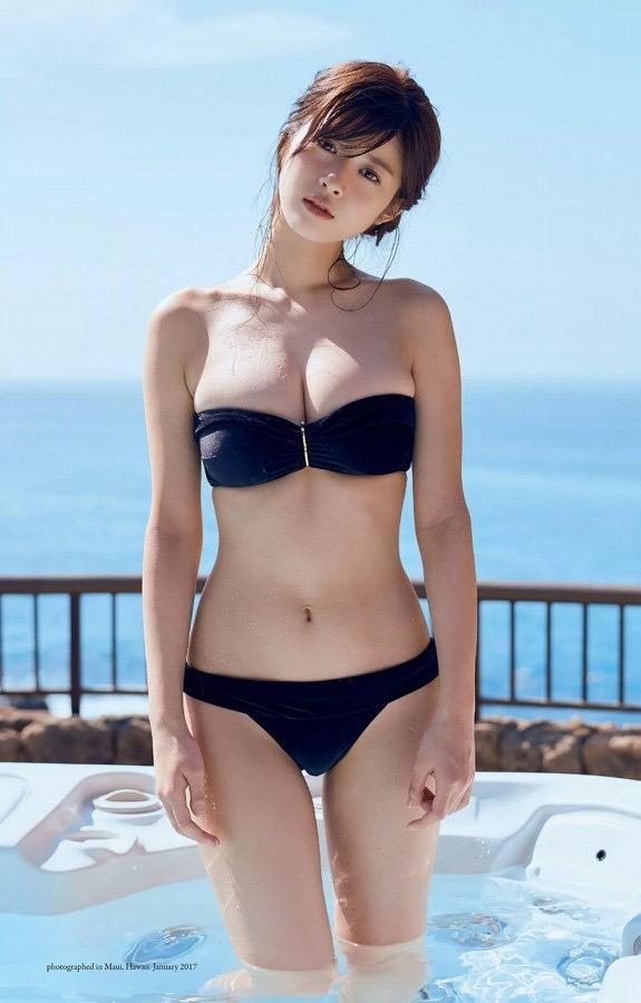 【美女の水着エロ画像】美人モデルがビキニ等のエッチな水着姿でグラビアを飾ったセクシー画像がこちら! 58