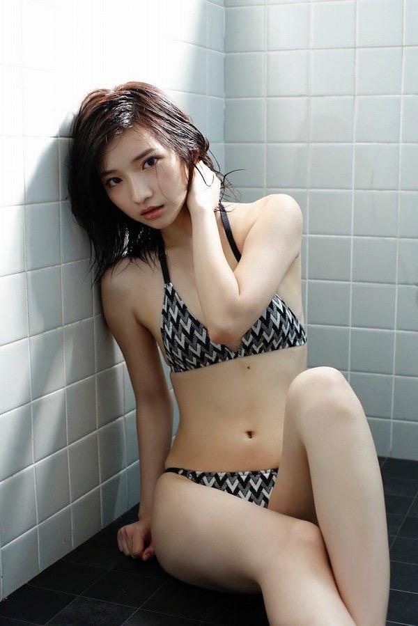 【美女の水着エロ画像】美人モデルがビキニ等のエッチな水着姿でグラビアを飾ったセクシー画像がこちら! 70