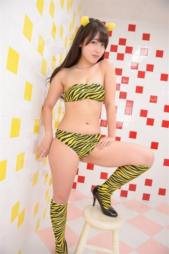 【璃乃グラビア画像】おしりが愛称になっちゃうくらい大きくてエロいヒップが魅力的なグラビアアイドル 40