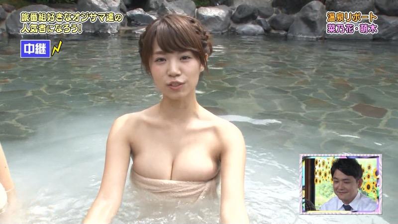 【温泉キャプ画像】オッパイにタオルを巻きながら谷間をギュッとテレビで見せつけるエロいタレント 27