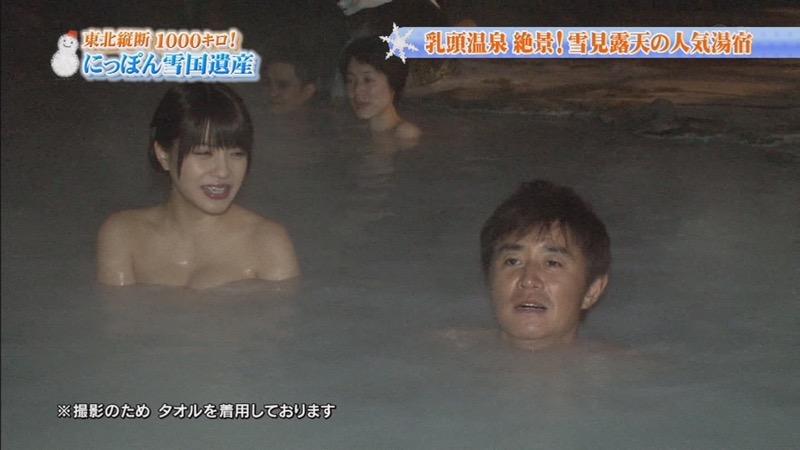 【温泉キャプ画像】オッパイにタオルを巻きながら谷間をギュッとテレビで見せつけるエロいタレント 34