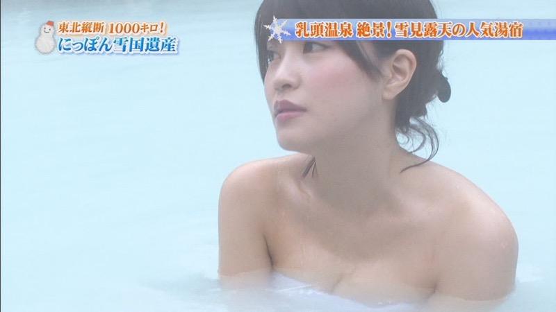 【温泉キャプ画像】オッパイにタオルを巻きながら谷間をギュッとテレビで見せつけるエロいタレント 37
