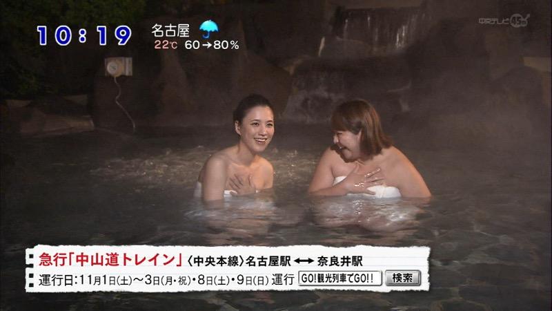 【温泉キャプ画像】オッパイにタオルを巻きながら谷間をギュッとテレビで見せつけるエロいタレント 58