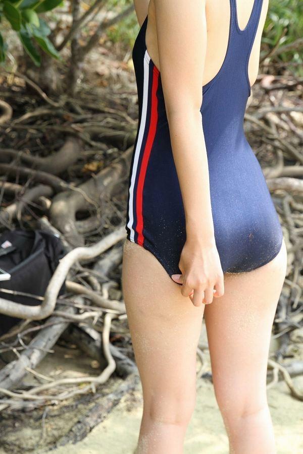 【鮎川穂乃果グラビア画像】ジュニアアイドル時代から芸能活動をしてきたハイレグ水着がエロいグラドル 13