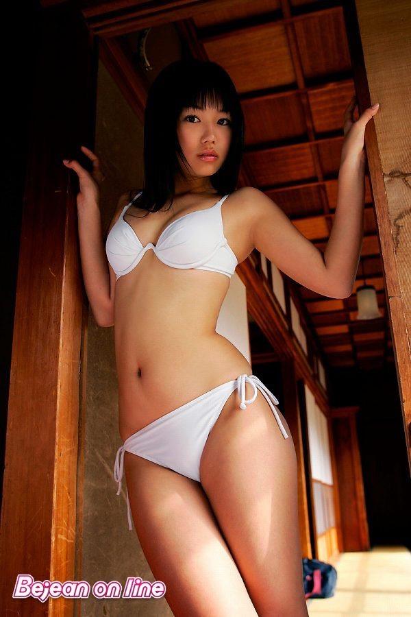 【鮎川穂乃果グラビア画像】ジュニアアイドル時代から芸能活動をしてきたハイレグ水着がエロいグラドル 37