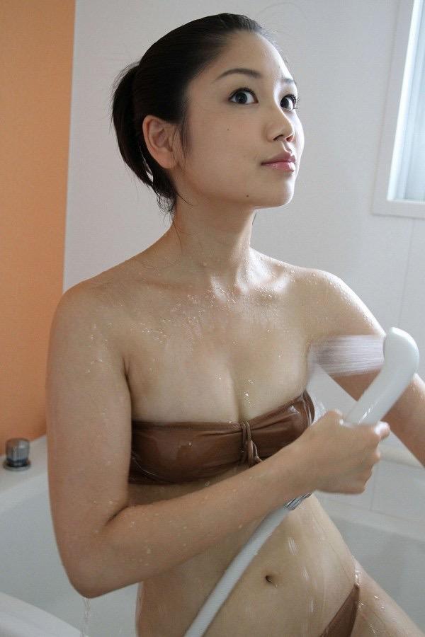【鮎川穂乃果グラビア画像】ジュニアアイドル時代から芸能活動をしてきたハイレグ水着がエロいグラドル 74