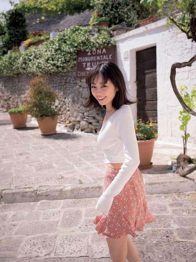 【今泉佑唯エロ画像】アイドルグループ欅坂46で一期生を務めた美少女の健康的なグラビア画像 14