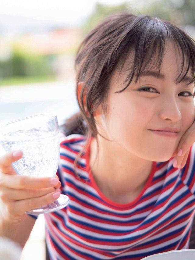 【今泉佑唯エロ画像】アイドルグループ欅坂46で一期生を務めた美少女の健康的なグラビア画像 17