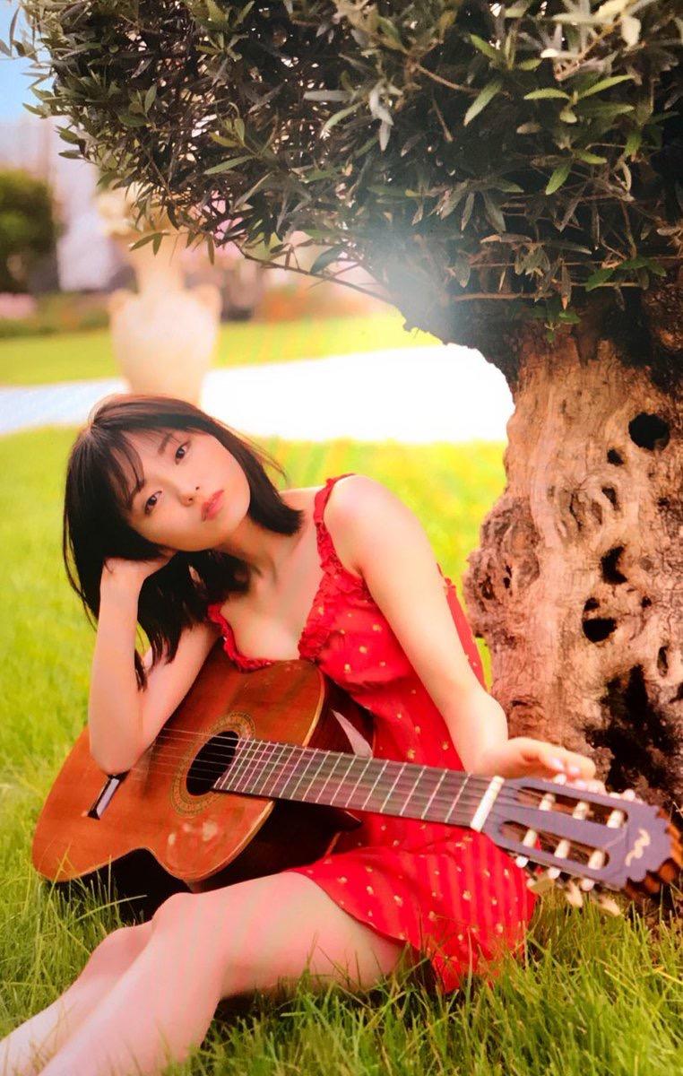 【今泉佑唯エロ画像】アイドルグループ欅坂46で一期生を務めた美少女の健康的なグラビア画像 43