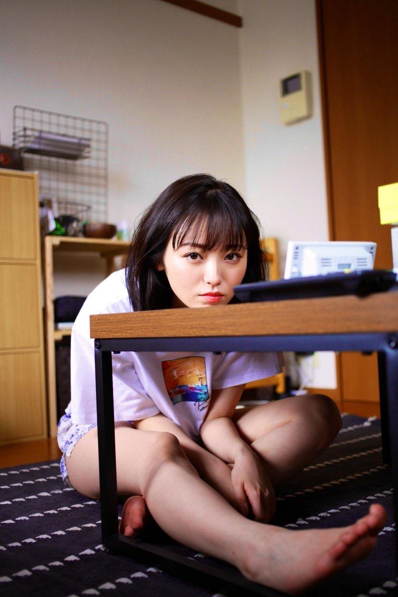 【今泉佑唯エロ画像】アイドルグループ欅坂46で一期生を務めた美少女の健康的なグラビア画像 48