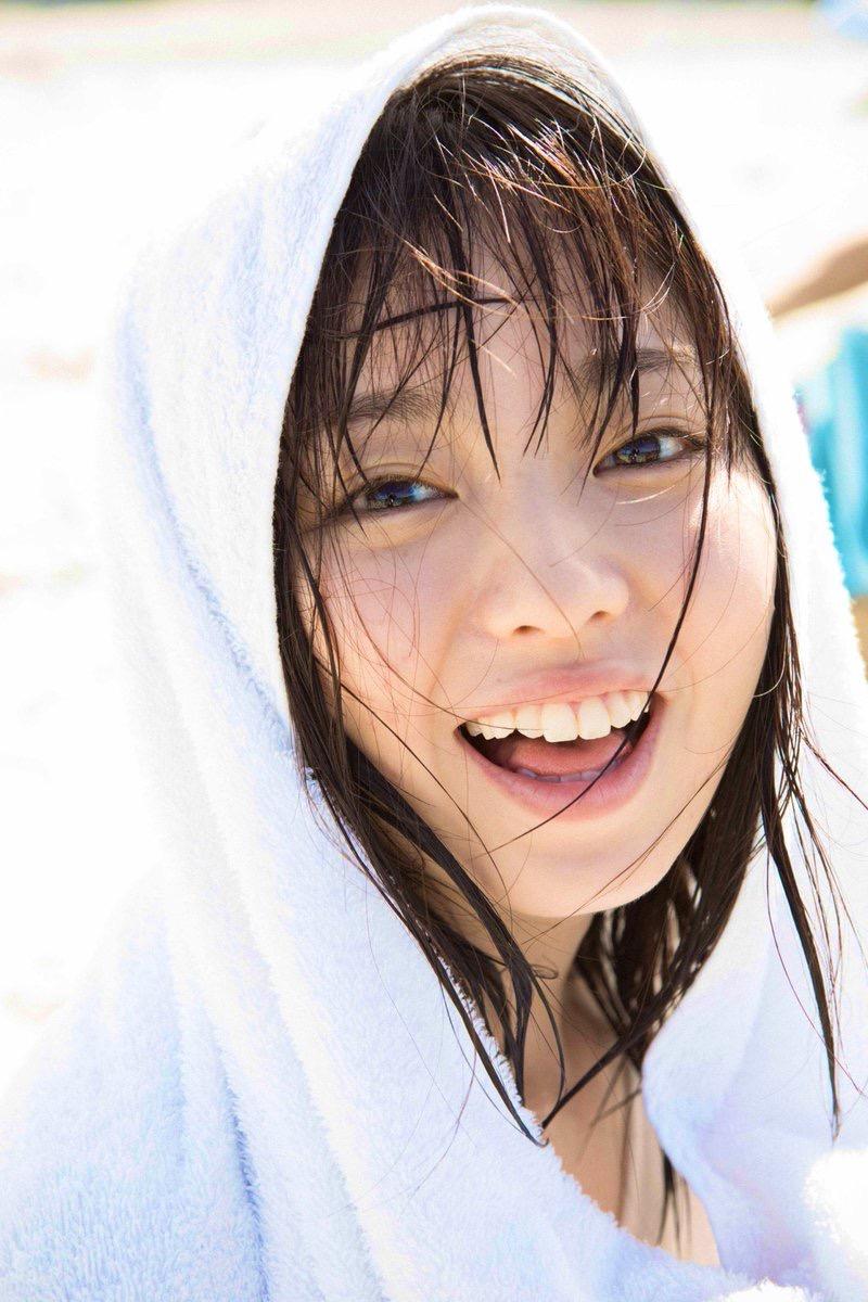 【今泉佑唯エロ画像】アイドルグループ欅坂46で一期生を務めた美少女の健康的なグラビア画像 49