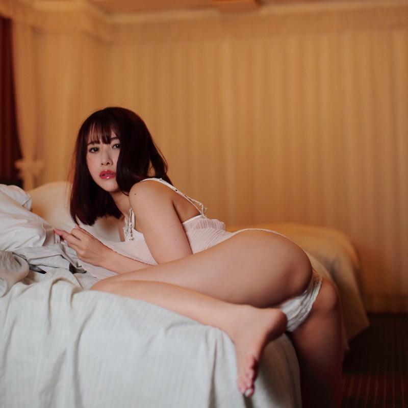 【名取くるみエロ画像】クビレた腰とお腹そしておへそが綺麗なレースクイーンの可愛い自撮りとグラビア画像 74