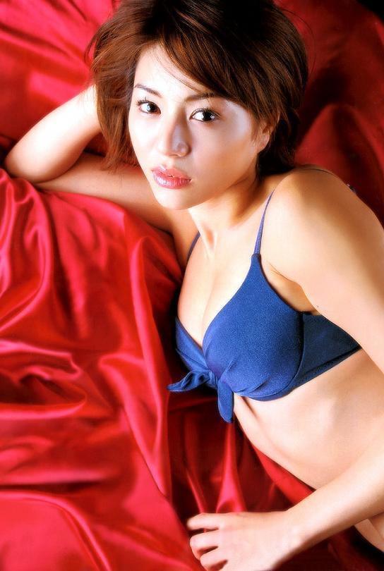 【井川遥グラビア画像】40歳を越えて近頃インスタで綺麗と囁かれている美熟女が昔撮ったセクシー画像 07