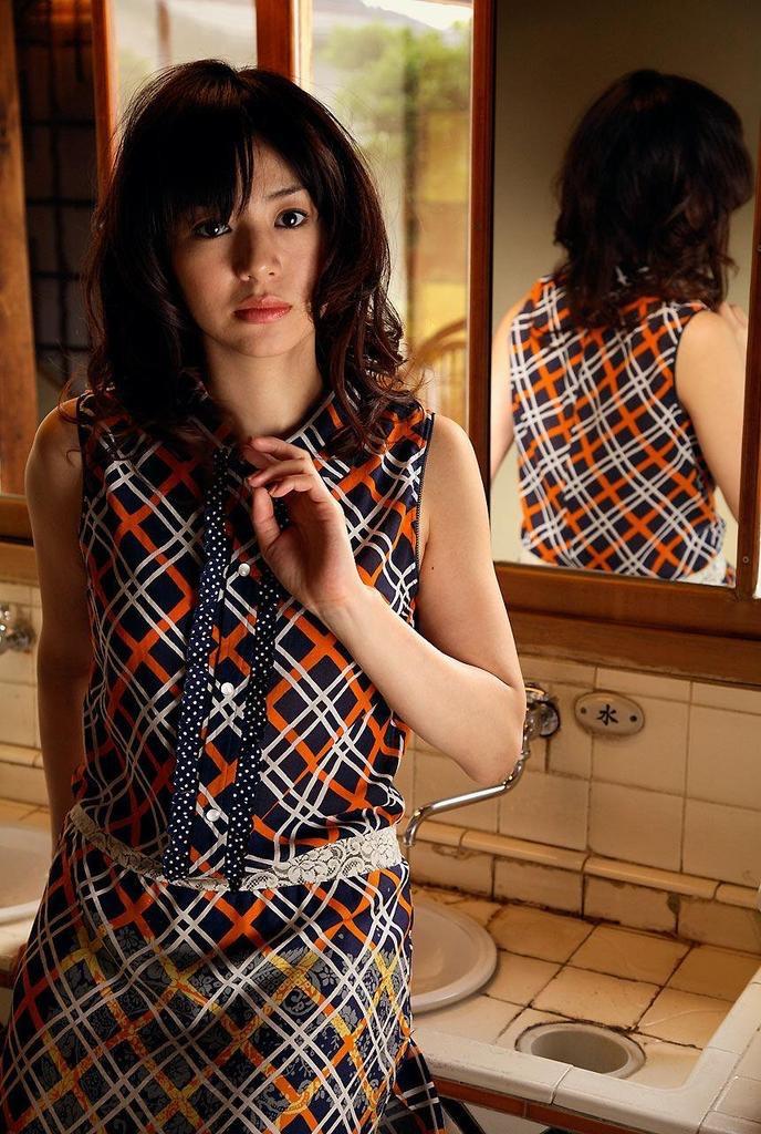【井川遥グラビア画像】40歳を越えて近頃インスタで綺麗と囁かれている美熟女が昔撮ったセクシー画像 47