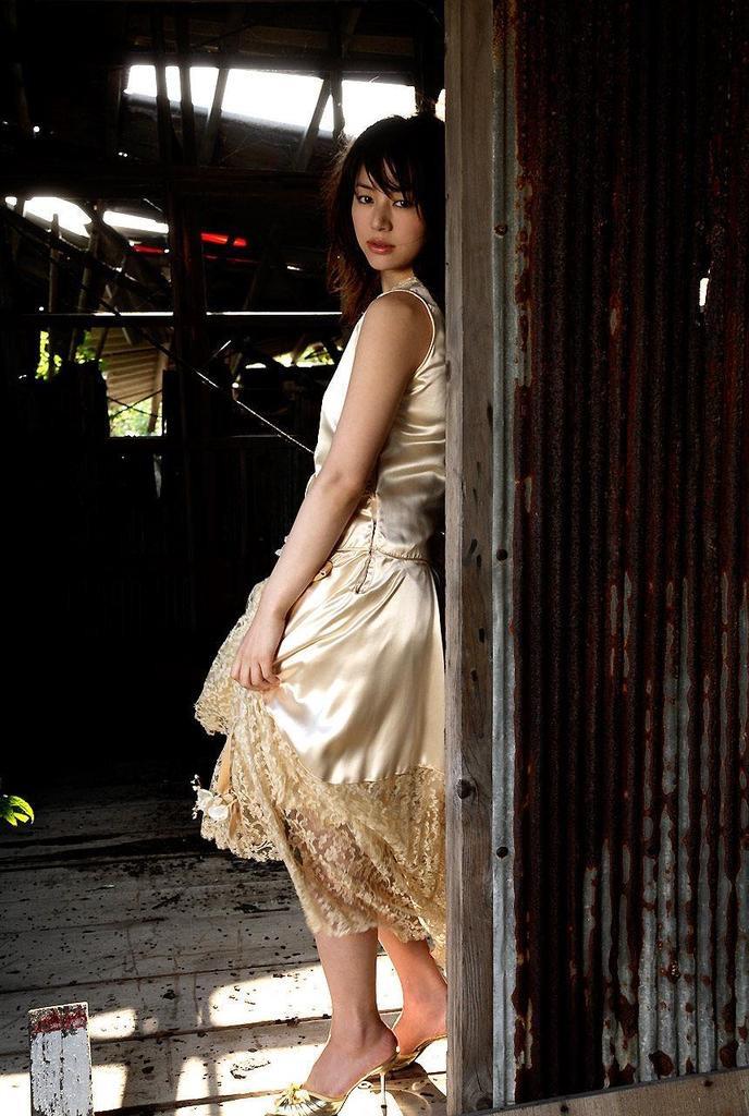 【井川遥グラビア画像】40歳を越えて近頃インスタで綺麗と囁かれている美熟女が昔撮ったセクシー画像 54