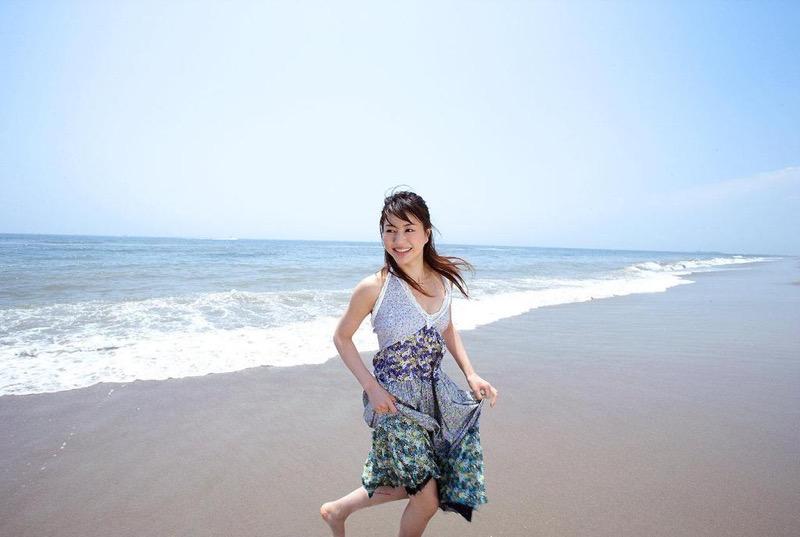 【井川遥グラビア画像】40歳を越えて近頃インスタで綺麗と囁かれている美熟女が昔撮ったセクシー画像 68