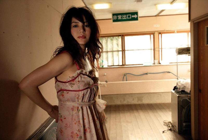 【井川遥グラビア画像】40歳を越えて近頃インスタで綺麗と囁かれている美熟女が昔撮ったセクシー画像 71
