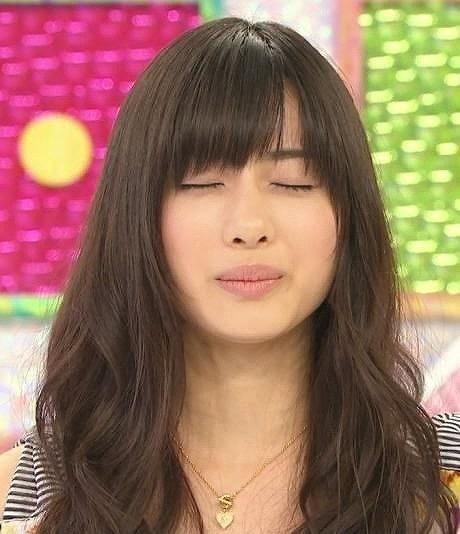 【芸能人キス顔画像】テレビで見かける美人タレントたちの可愛くてちょっとセクシーなキス画像 05