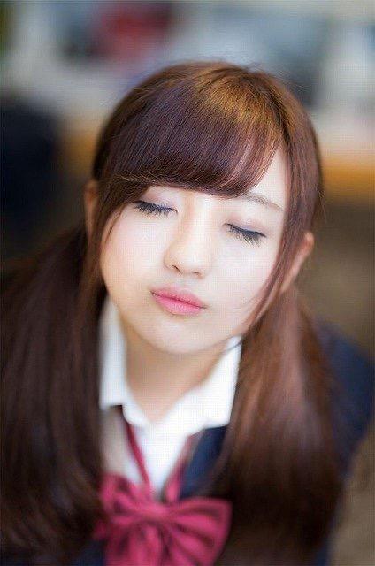 【芸能人キス顔画像】テレビで見かける美人タレントたちの可愛くてちょっとセクシーなキス画像 06
