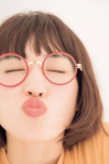 【芸能人キス顔画像】テレビで見かける美人タレントたちの可愛くてちょっとセクシーなキス画像 07