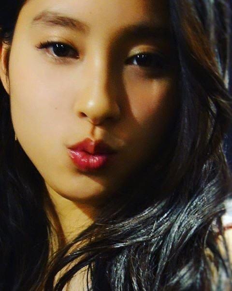 【芸能人キス顔画像】テレビで見かける美人タレントたちの可愛くてちょっとセクシーなキス画像 09