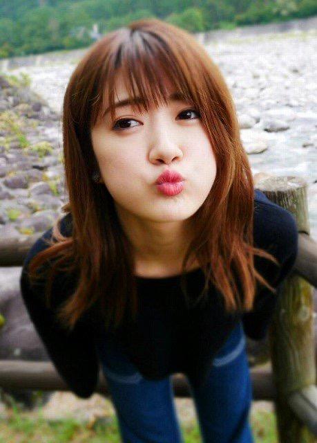 【芸能人キス顔画像】テレビで見かける美人タレントたちの可愛くてちょっとセクシーなキス画像 14