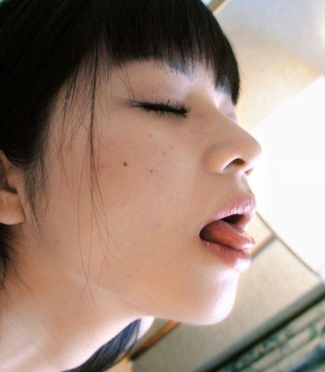 【芸能人キス顔画像】テレビで見かける美人タレントたちの可愛くてちょっとセクシーなキス画像 26