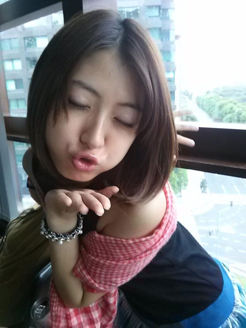 【芸能人キス顔画像】テレビで見かける美人タレントたちの可愛くてちょっとセクシーなキス画像 32