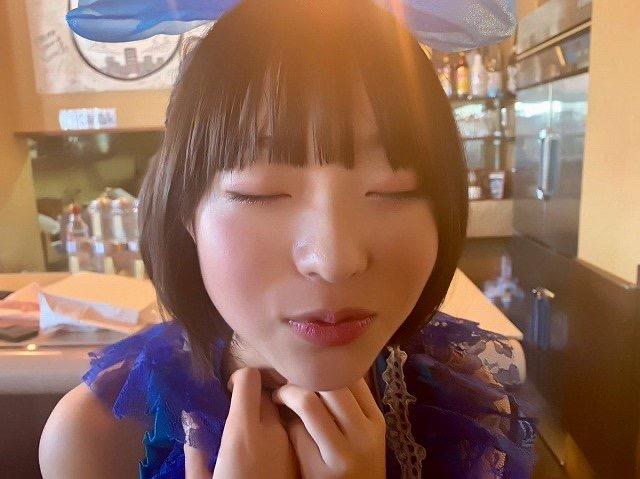 【芸能人キス顔画像】テレビで見かける美人タレントたちの可愛くてちょっとセクシーなキス画像 50