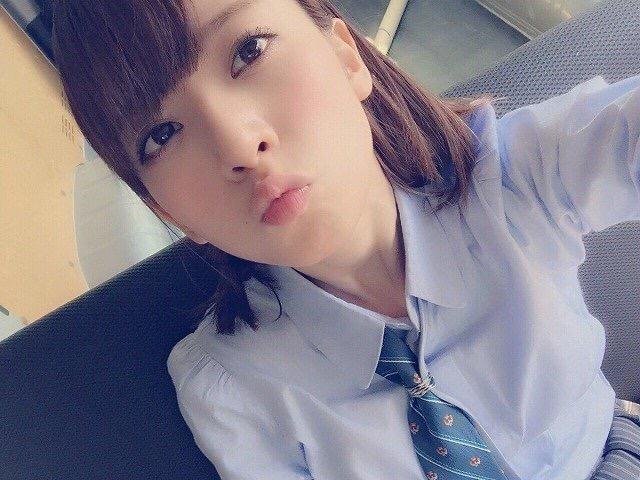 【芸能人キス顔画像】テレビで見かける美人タレントたちの可愛くてちょっとセクシーなキス画像 51