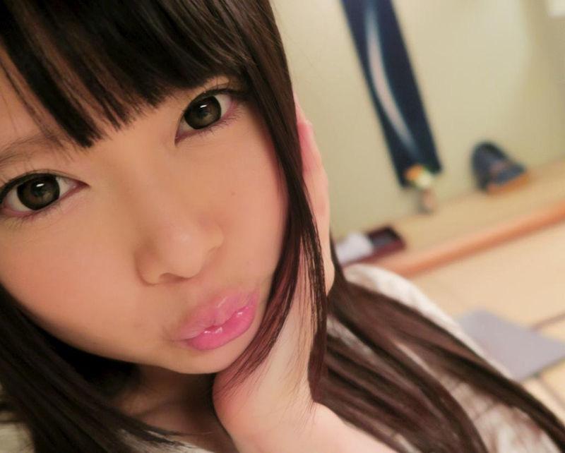 【芸能人キス顔画像】テレビで見かける美人タレントたちの可愛くてちょっとセクシーなキス画像 60