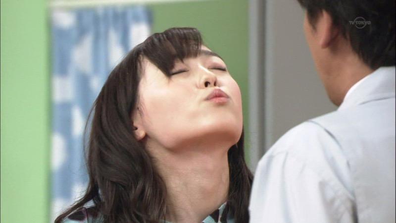 【芸能人キス顔画像】テレビで見かける美人タレントたちの可愛くてちょっとセクシーなキス画像 65