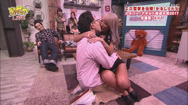 【芸能人キス顔画像】テレビで見かける美人タレントたちの可愛くてちょっとセクシーなキス画像 80