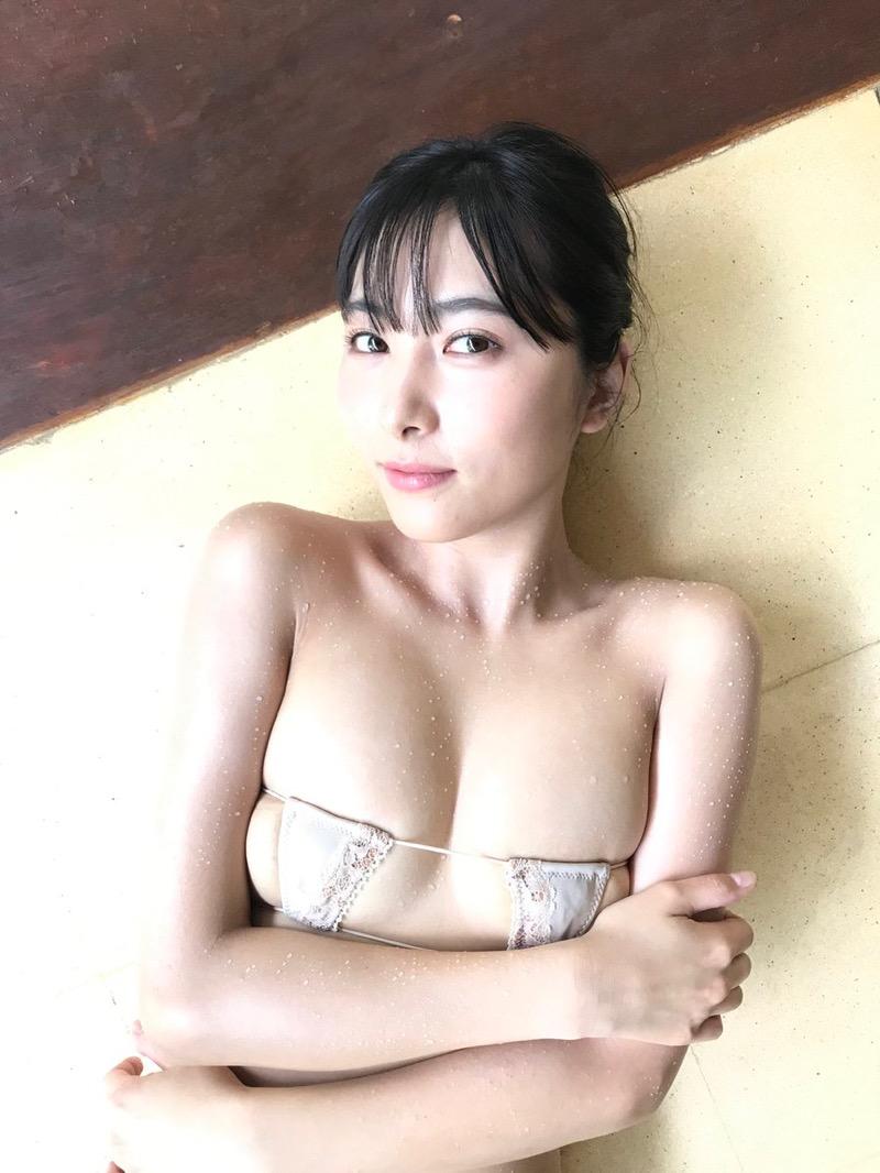 【南沙羽エロ画像】Fカップ巨乳の谷間をツイッターで見せつけてるサービス満点なグラビアアイドル 80