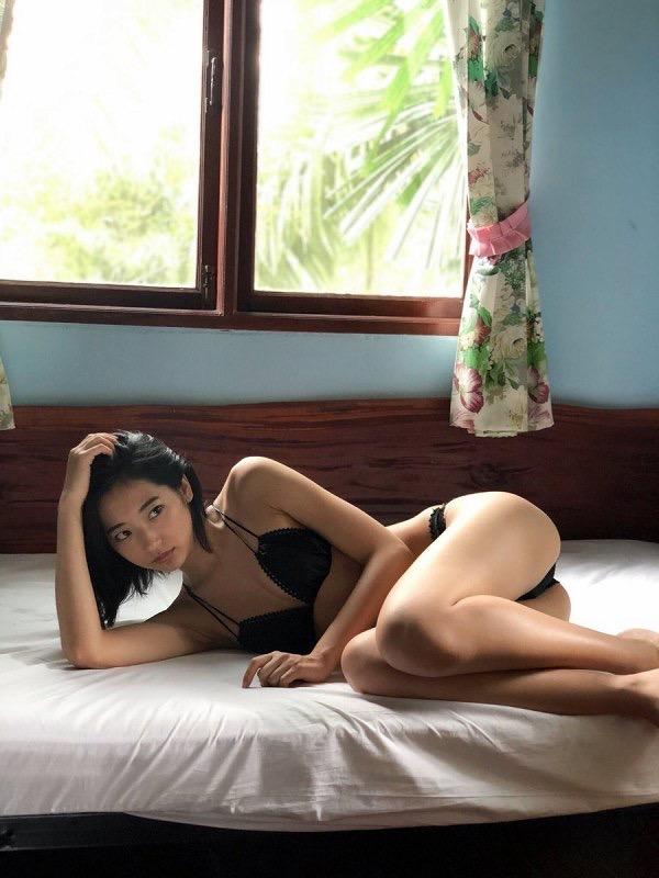 【武田玲奈グラビア画像】スレンダーだけどクビレがあるビキニ姿がエッチなショートカット美少女 11